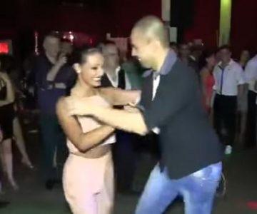 Mujer baila con 8 hombre!